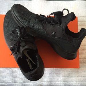 NWT Women's Nike Free TR 8 training shoes size 7.5